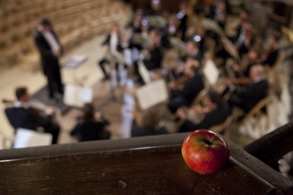 Apfel in der Peterskirche Leipzig beim Konzert der Philharmonie Leipzig zur Völkerschlacht