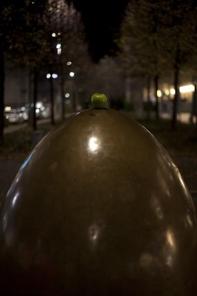 Apfel und goldenes Ei am Augustusplatz Leipzig